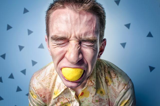 cibi come il limone aumentano il dolore dei denti sensibili