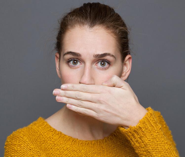 Alimenti consumati e cattive abitudini possono portarti a un alito cattivo